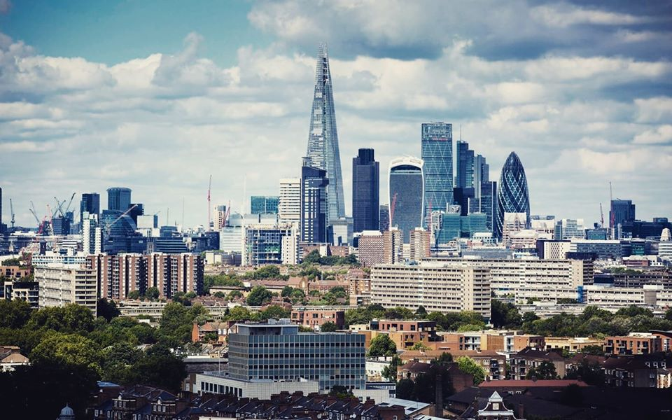 How much is the UK property market worth?🏠🏘️